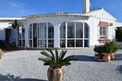 Makellose, perfekt präsentierte freistehende Villa mit Meerblick und nur 5 min. Fahrt an die Küste von Torrox