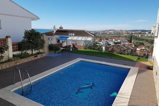 Neu renovierte und trendige Villa mit Gästewohnung und privatem Pool, nur 10 min vom Strand in Algarrobo-Costa entfernt