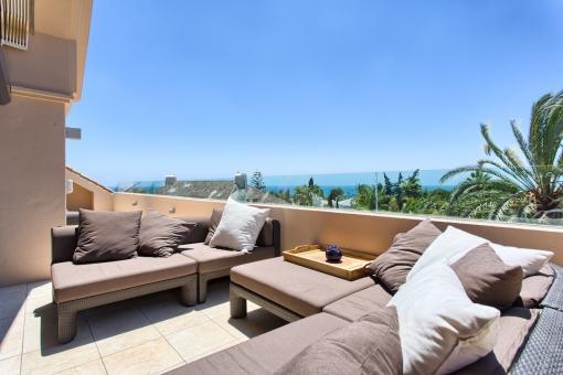 Helles und geräumiges 4 Schlafzimmer, 3 Badezimmerpenthouse mit privatem Aufzug in Marbella los Monteros