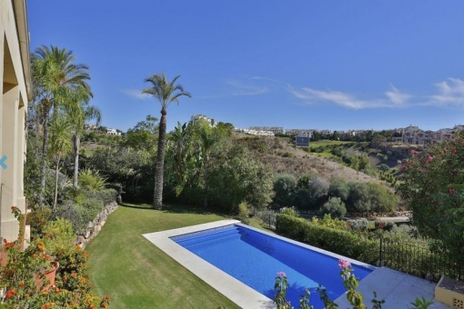 Bezaubernde Villa in erster Reihe am Golfplatz in Estepona