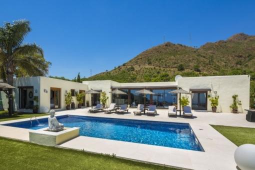 Wundervolle Villa mit privatem Pool und Meerblick in Estepona