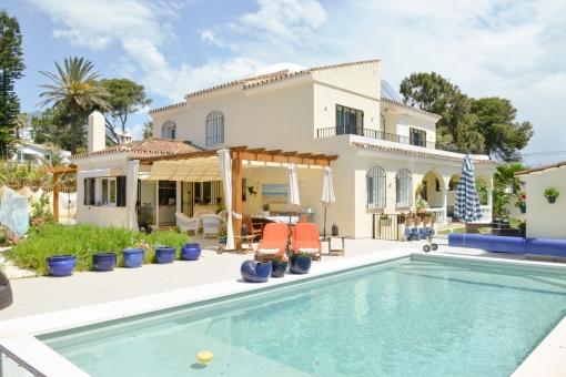 Charmante Luxusvilla mit Poolbereich in Estepona